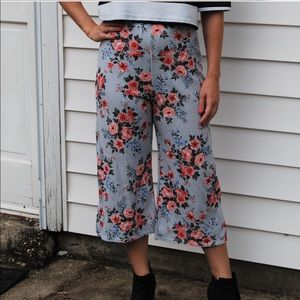 Pretty Little Think Striped Floral Pants